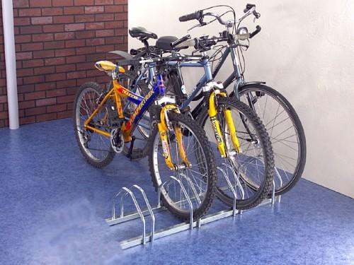 Range velo au sol face a face Pour ranger 4 vélos ou vélomoteurs